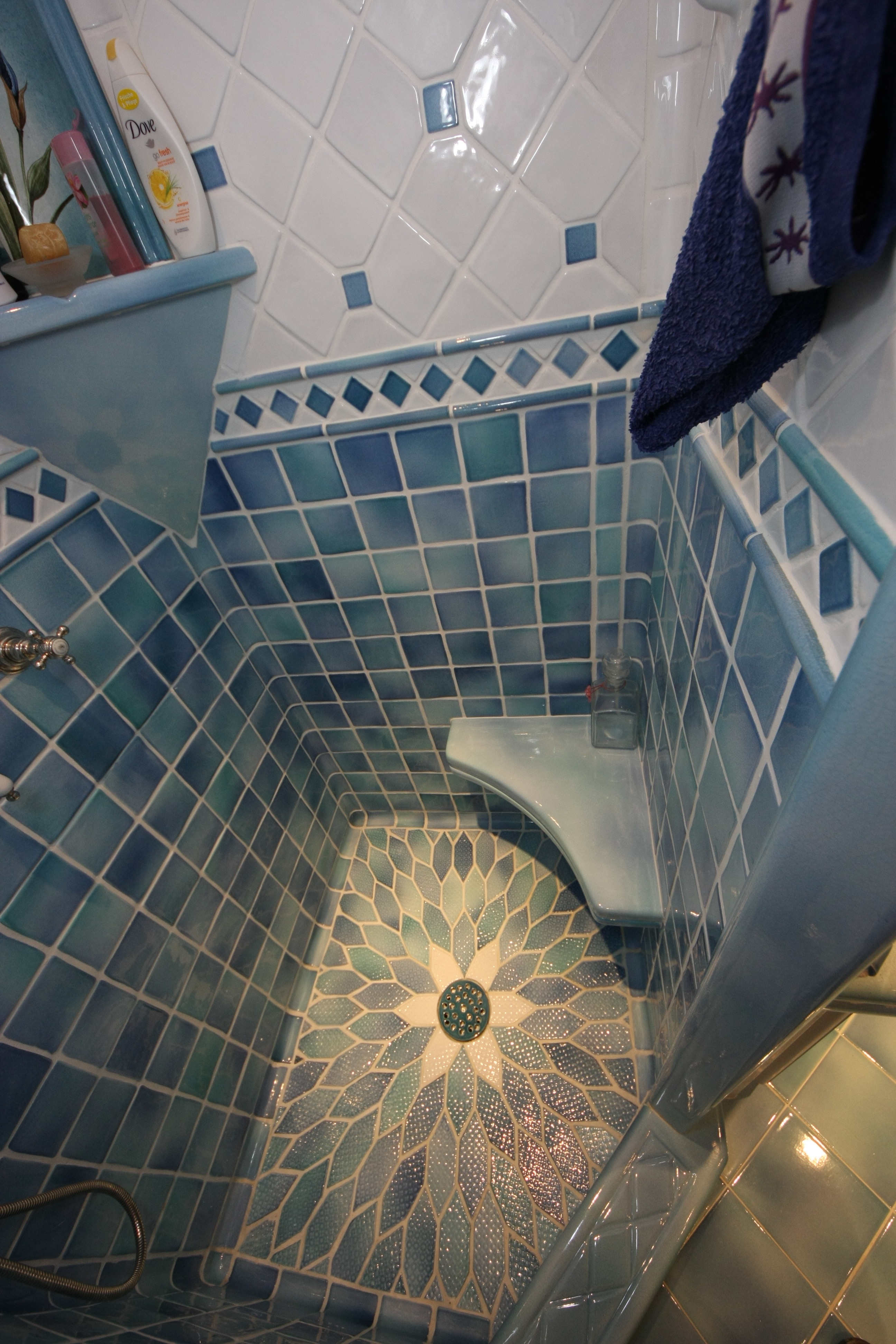 Shape size tiles collections terracotta stoneware for Carrelage versace