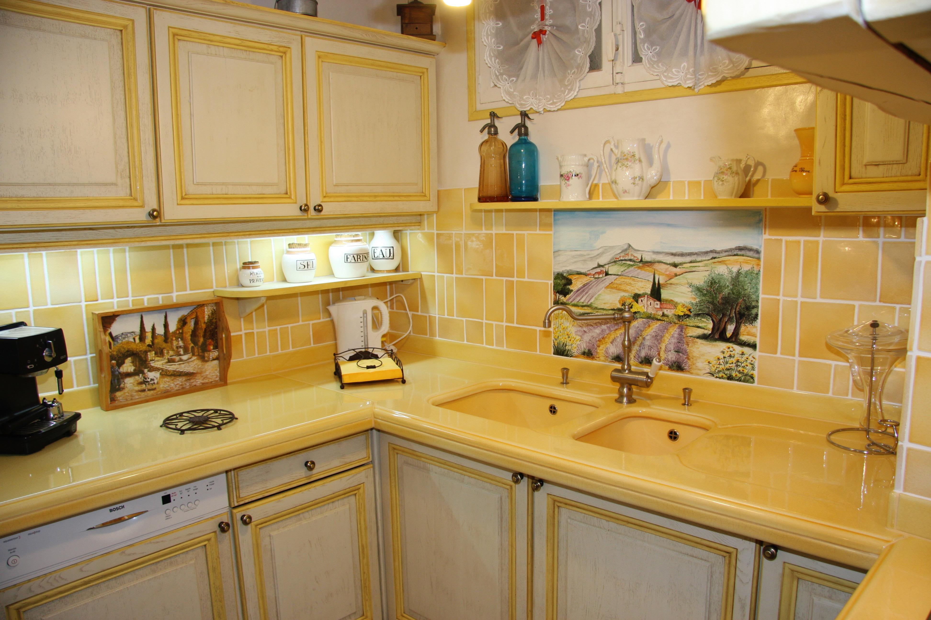 Plans de travail et tables en pierre de lave maill e for Cuisine style provencale moderne